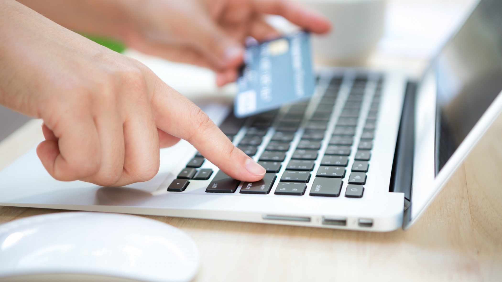 hand-with-credit-card-laptop (1)